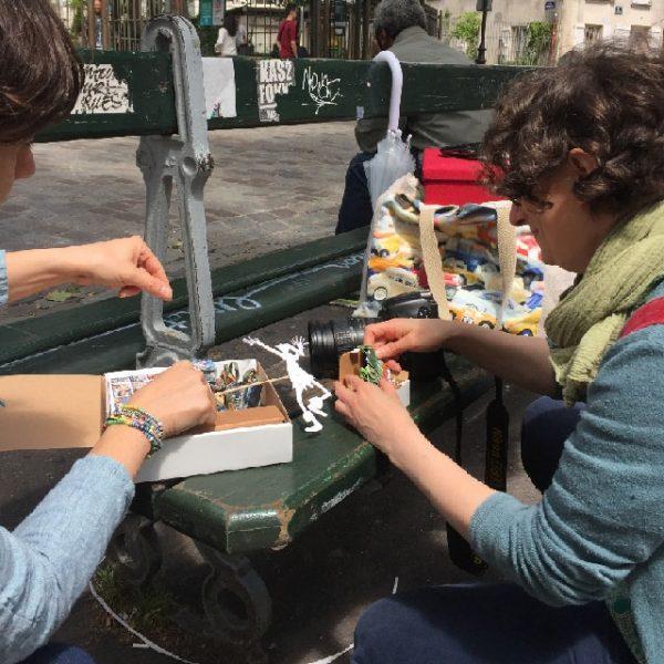 Les préparatifs sont en cours pour la séance photos à Montmartre.